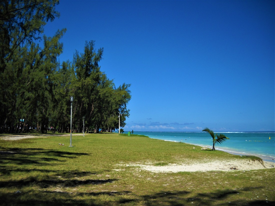 Flic-en-Flac beach (1), Mauritius, April 2018. Photo by Sharvina.y (my own). Blog 'My weekday escapade!', Tips from Sharvina.